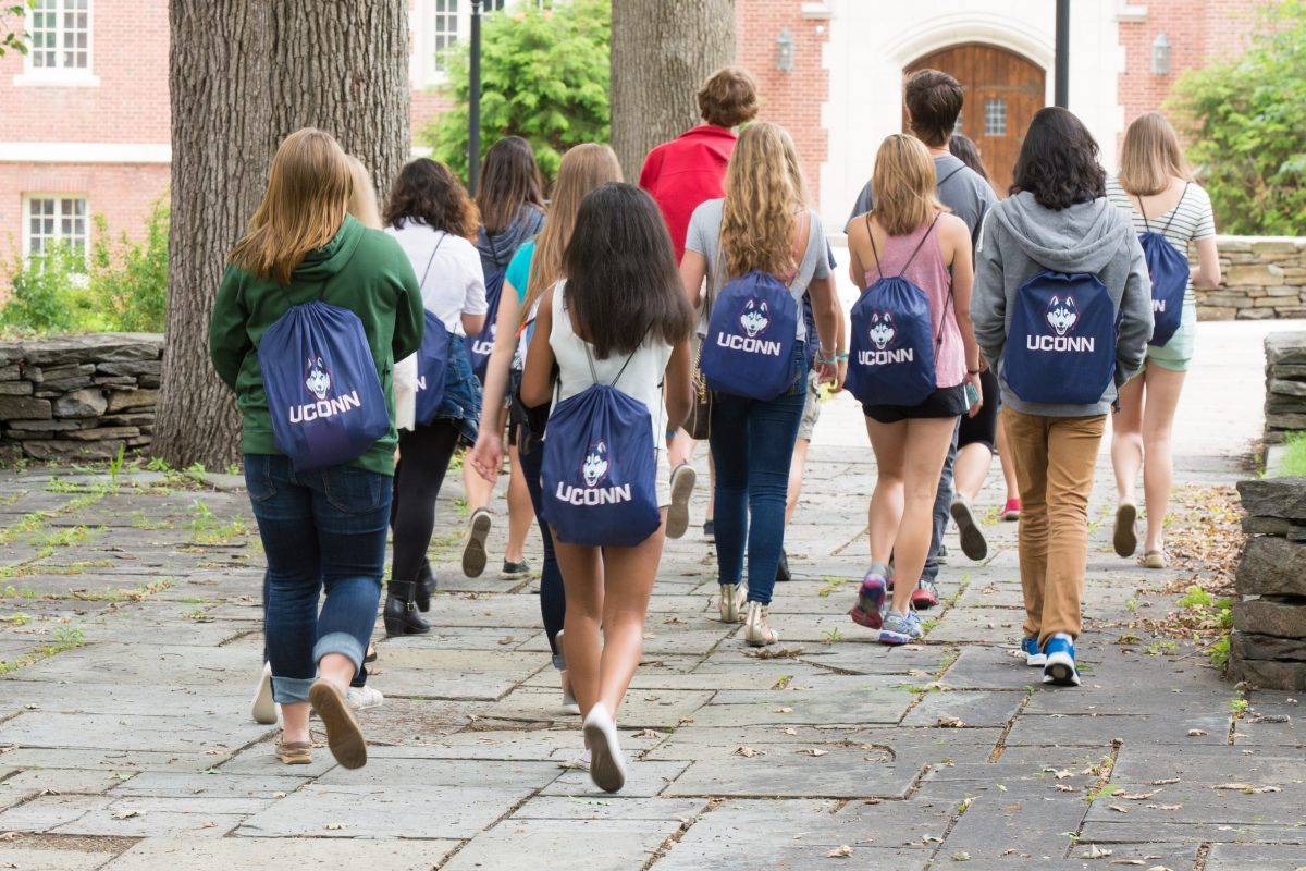 Prospective students as orientation with UConn drawstring bags